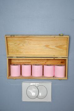 range PQ original ! rangez votre papier toilette dans une caisse de vin