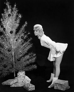Julie Christie poses with an aluminum Christmas tree for a photo spread in 'Life Magazine'. Vintage Christmas Photos, Retro Christmas, Vintage Holiday, Christmas Pictures, Vintage Photos, Christmas Classics, Aussie Christmas, Christmas Girls, Antique Christmas