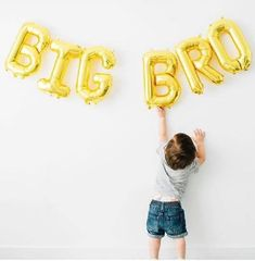 Baby Number 2 Announcement, Creative Baby Announcements, Second Pregnancy Announcements, Pregnancy Announcement Photos, Big Brother Announcement, Foto Baby, New Baby Products, Ideas, Babe News