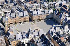 De passage en Champagne-Ardenne ? Alors il faut absolument découvrir Charleville-Mézières et sa célèbre Place Ducale. Bontourism® c'est Tout l'Art du Voyage