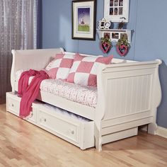 Summer Breeze Daybed - Summer breezes might make your kids feel fine, but a good night's sleep will make them feel even finer. Casual cottage styling and fine craftsmans...