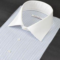 SH520-01 白地にブルーの小さいペイズリープリントを施したプリントシャツ。 ペイズリーと言っても規則的に配置する事により、シャツとしての出来上がりはバランスのとれたまとまりのある柄シャツに仕上がります。柄が気に入った!という方には、クレリックにしてビジネスで着用してみてはいかがでしょう?