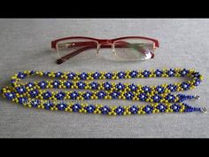 Eyeglass Lanyard Making Ladies eyeglass rope model from me! These glasses . Lanyard Designs, Bracelet Designs, Seed Bead Necklace, Beaded Necklace, Beaded Bracelets, Daisy Bracelet, Daisy Necklace, Beaded Lanyards, Beaded Jewelry Patterns