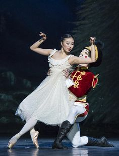 Shiori Kase and Nathan Young in The Nutcracker.© Foteini Christofilopoulou. (Click image for larger version)
