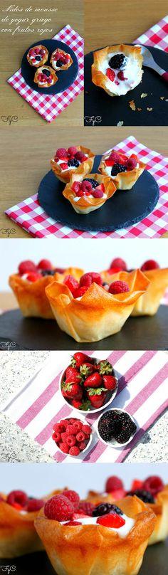 Nidos de mousse de yogur griego y frutos rojos