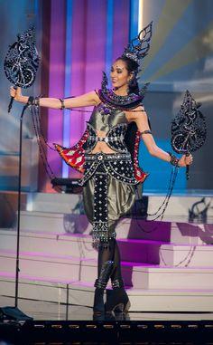 Miss Thailand from 2014 Miss Universe National Costume Show Miss Universe Costumes, Miss Universe National Costume, Festival Costumes, Festival Dress, Tribal Fashion, Fashion Wear, Barbie Miss, Victoria Secret Show, Celebrity Red Carpet