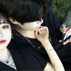 Find images and videos about love, couple and korean on We Heart It - the app to get lost in what you love. Ulzzang Korean Girl, Cute Korean Girl, Ulzzang Couple, Cute Couples Goals, Couples In Love, Couple Goals, Ullzang Girls, Korean Friends, Couple Aesthetic