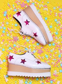 New Fashion Shoes Photography Zapatos 21 Ideas New Fashion, Trendy Fashion, Fashion Shoes, Kids Fashion, Fashion Design, Shoes Editorial, Editorial Fashion, Still Photography, Fashion Photography