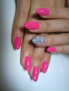 Must-Try Flirty Nail Art Ideas - Multi-tonal manicures are uber-hot this season! Check out the new wave of must-try flirty nail art ideas presented below. Oval Nails, Diamond Nails, Pink Nails, Rose Nails, Neon Nails, Fabulous Nails, Gorgeous Nails, Hair And Nails, My Nails