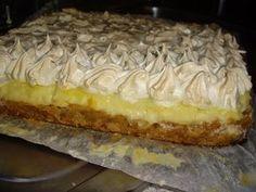 Prajitura cu mere,bezea si crema de vanilie Romanian Desserts, Romanian Food, Apple Desserts, Dessert Recipes, Good Food, Yummy Food, Delicious Deserts, Banana Bread Recipes, Sweet Cakes