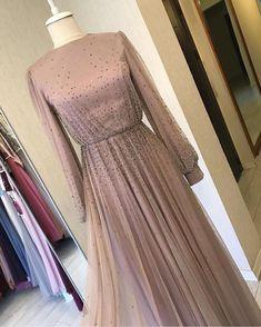 Hijab Gown, Hijab Evening Dress, Hijab Style Dress, Dress Outfits, Muslim Fashion, Modest Fashion, Hijab Fashion, Fashion Dresses, Pretty Dresses