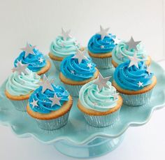 Twinkle Twinkle Little Star Cupcakes & . Torta Baby Shower, Baby Shower Cupcakes For Boy, Baby Shower Treats, Cupcakes For Boys, Baby Shower Desserts, Boy Baby Shower Themes, Baby Boy Shower, Star Cupcakes, Themed Cupcakes
