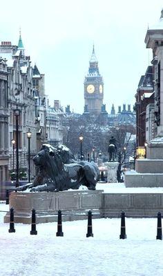 Trafalgar Square, London, UK . Favorite places and spaces . Big Ben . Winter . Snow .