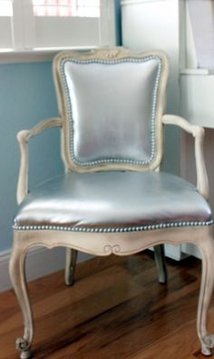 This leather chair was transformed using silver spray paint. Karen from Redoux reports that it is still going strong more than 3 years later. I think this is important for all Americans to know...