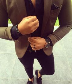 Consider teaming a brown blazer jacket with black slim jeans to achieve a dressy but not Mens Fashion Blazer, Suit Fashion, Fashion Black, Brown Blazer, Black Skinnies, Black Jeans, Blazer With Jeans, Black Trousers, Stylish Men