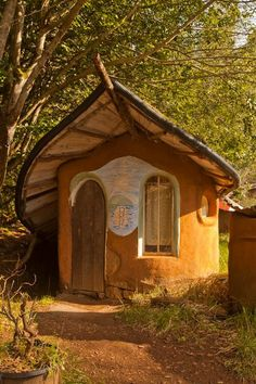 This Cob House: Cob House & Natural Building Designs - decoratoo Bohemian House, Cob Building, Building A House, Green Building, Building Plans, Fairy Houses, Play Houses, Cob Houses, Earthship Home