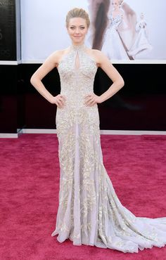 Amanda Seyfried, I love this dress. It fits her shape very well and very pretty. She looks amazing! <3