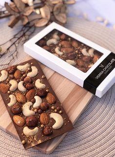 Homemade Chocolate Bars, Chocolate Candy Recipes, Chocolate Covered Treats, Artisan Chocolate, Chocolate World, Chocolate Brands, Chocolate Shop, Chocolate Gifts, Chocolate Hampers