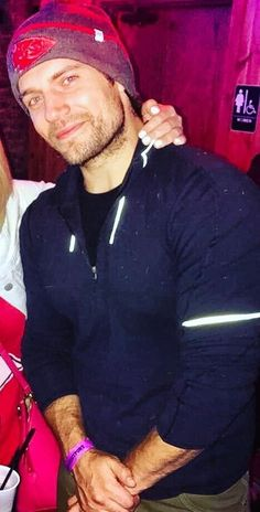 I finally get to see your sexy self sporting another beanie but it should really be a red and gold one with SF on it Cavill, even though my team had a REALLY bad year just saying...lol!! ;)