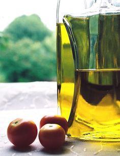En tu propia despensatienes un laboratorio cosmético 100% natural, y de mismos resultados …. Para el cuerpo, la miel; Es un alimento/ingrediente con propiedades hidratantes y nutritivas para la piel. Atrae y retiene la humedad, y consigue que esta esté más elástica, tersa y suave al tacto. Tiene propiedades calmantes, lo que la hace apta... Lea más