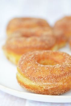 How to make cronust, Cronuts maken - Carola Bakt Zoethoudertjes Dutch Cookies, Yeast Donuts, Doughnuts, Thermomix Bread, Cronut, Canned Biscuits, Mini Donuts, Bread Cake, Middle Eastern Recipes