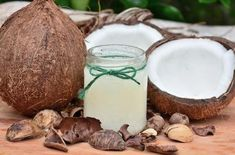 Oil pulling Ayurveda is Ancient technique, how oil pulling work? how often oil pull? oil pulling for acne? oil pulling for teeth? Coconut Oil Uses, Coconut Oil For Skin, Organic Coconut Oil, Beneficios Do Coco, Home Remedies, Natural Remedies, Natural Treatments, Coconut Water Benefits, Coconut Flour