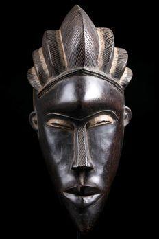 African Masks, African Art, Visiting Niagara Falls, Tragedy Mask, Art Premier, Driftwood Art, Statue, Ivoire, Tribal Art