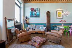 L'espace salon avec son plafond à la française. Un canut Mix & Match dans un esprit loft atelier © www.lalaklak.com © photos Thomas Marquez