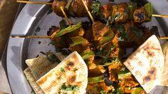 Χοιρινά σουβλάκια σε σάλτσα μπάρμπεκιου ιδανικά για πάρτι και παρέες.
