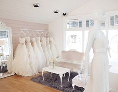 bridal shops Having opened its doors just days ago I am super excited to be able to share these beautiful images of Wellingtons newest and chicest bridal boutique Paperswan Bride. Bridal Boutique Interior, Boutique Decor, Boutique Design, Mobile Boutique, Wedding Dress Boutiques, Wedding Dress Shopping, Brides Room, Wedding Store, Bridal Stores