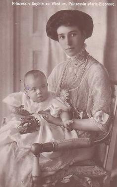 Princesse Sophie de Schönburg-Waldenburg (1885-1936) épouse du prince Wilhelm de Wied, roi et reine d'Albanie, avec sa fille Marie-Éléonore (1909-1956)