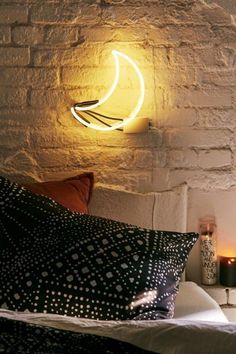 Never miss the moon without a proper view with this UO-exclusive neon wall sign. The Urban Outfitters Crescent Moon Neon Sign Neon Wall Signs, Neon Signs Home, Teen Room Decor, Bedroom Decor, Wall Decor, Neon Sign Bedroom, Neon Lights Bedroom, Light Bedroom, Bedroom Signs