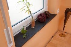 Naturstein Fensterbänke sind attraktive und praktische Gestaltungselement.  http://www.arbeitsplatten-naturstein.de/fensterbaenke-naturstein-fensterbaenke
