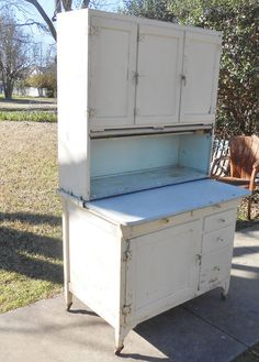p/antique-sellers-hoosier-farmhouse-cupboard-kitchen-cabinet-chippy-paint-shabby-chic-cottage-decor - The world's most private search engine Refurbished Furniture, Paint Furniture, Furniture Makeover, Modern Furniture, Antique Furniture, Furniture Ideas, Bedroom Furniture, Furniture Design, Dream Furniture