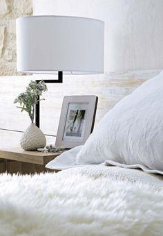 white living by room design house design decorating Home Design, Modern House Design, Design Ideas, White Rooms, White Bedroom, White Bedding, Home Interior, Interior Design, Modern Interior