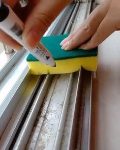 Smart Life Hack Tips - home diy ideas Diy Home Cleaning, Household Cleaning Tips, House Cleaning Tips, Car Cleaning, Diy Cleaning Products, Cleaning Solutions, Cleaning Hacks, Simple Life Hacks, Useful Life Hacks