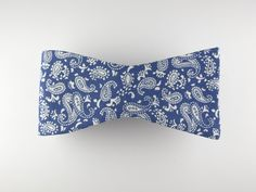Bow Tie, Vintage Blue Paisley, Flat End – SuitedMan
