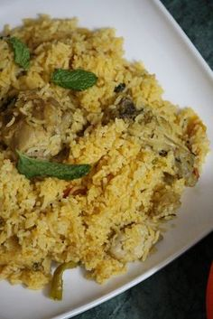 Ambur Chicken Biryani is an authentic and traditional recipe from Tamil Nadu which is a dum style biryani from ambur region made using onions and tomatoes. Indian Chicken Recipes, Veg Recipes, Indian Food Recipes, Gourmet Recipes, Vegetarian Recipes, Cooking Recipes, Curry Recipes, Vegetarian Lunch, Rice
