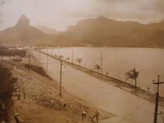 Lagoa, zona sul da cidade do Rio de Janeiro, primeira metade do século XX. Nos primórdios da ocupação da cidade do Rio de Janeiro, a área onde hoje se encontra o bairro, chamada de Jardim da Gávea, que englobava os atuais bairros da Gávea, Jardim Botânico e Lagoa.