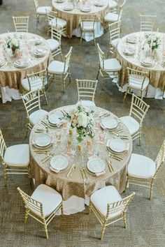 LOVE these beautiful gold glitter placesettings and tables for a glamorous Cincinnati wedding! | KMC Weddings & Events