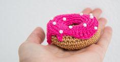 Ik vond het wel een leuk idee, om iedere keer op mijn verjaardag een patroon te delen van iets lekkers ;) Dit jaar: de donut! Ik ...