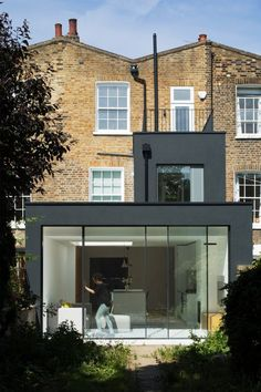 Alexander Martin Architects (AMA) focus on residential and workspace projects. The practice works with both private and commercial clients in the UK and internationally. Kitchen Extension Exterior, Brick Extension, House Extension Plans, Glass Extension, House Extension Design, House Design, Extension Ideas, Victorian Terrace, Victorian Homes