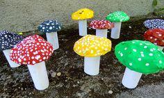 MUCHOMŮRKY PUNTÍKATÉ - vytvarovat z papíru prostorový objekt – houbu, dotvořit její vzhled barvami a vymyslet jí nové druhové jméno (kašírování s domalbou)