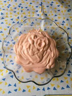 Jana Makes Esmaltes e Cia : Receita: Danoninho Dukan!!! DANONINHO DUKAN  Ingredientes:  400gr de ricota 350 ml de leite desnatado 1 envelope de suco clight morango (mas pode ser o sabor de sua preferência) 10 gotas de adoçante  Modo de preparo:  Bata todos os ingredientes no liquidificador por 5 minutos. Leve a geladeira por 2 horas