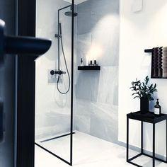 Bathroom Decor black and white Bad Bathroom Goals, Laundry In Bathroom, Bathroom Renos, Bathroom Black, Bad Inspiration, Bathroom Inspiration, Bathroom Inspo, Modern Bathroom Design, Bathroom Interior Design
