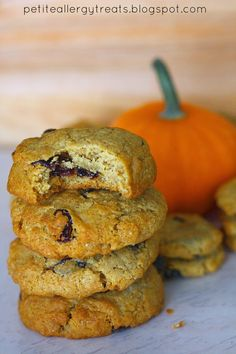 Gluten Free Pumpkin Raisin cookies from petiteallergytreats.blogspot.com  Warm up to these pumpkin spice cookies.  #pumpkin #cookie #vegan #gluten free