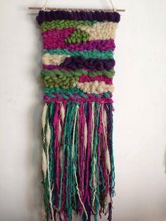 Artículos similares a Woven wall hanging en Etsy Woven Wall Hanging, Friendship Bracelets, Macrame, Weaving, Etsy, Creative, Home Made, Handmade, Weaving Looms