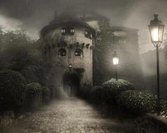 SEASONAL – SPRING – the warmer temperatures of springtime bring out the foggy night at bran castle in transylvania, photo via best travel photos. Spooky Places, Haunted Places, Abandoned Places, Haunted Castles, Haunted Houses, Abandoned Castles, Spooky House, Ghost House, Creepy Houses