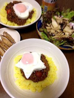 ドライカレーにトマトを入れて味にアクセント。卵は可愛く☆♡型抜き。 - 13件のもぐもぐ - ドライカレー 卵のせ☆♡ by maccoi