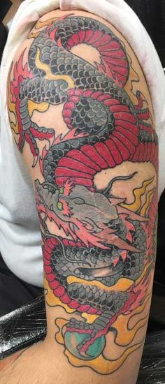 In Chinese language tradition, folks worship dragon for rain and higher climate for good harvest. Cool Chest Tattoos, Cool Tattoos For Guys, Great Tattoos, New York Tattoo Shops, Best Tattoo Shops, Red Dragon Tattoo, Dragon Tattoo Designs, Tattoo Parlors, Cover Up Tattoos
